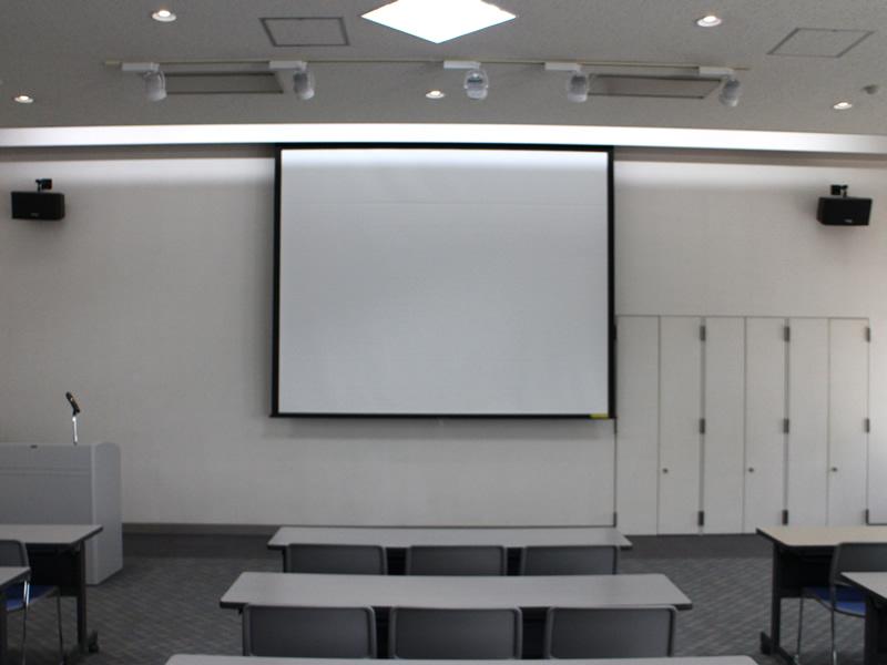 101貸会議室電動スクリーン