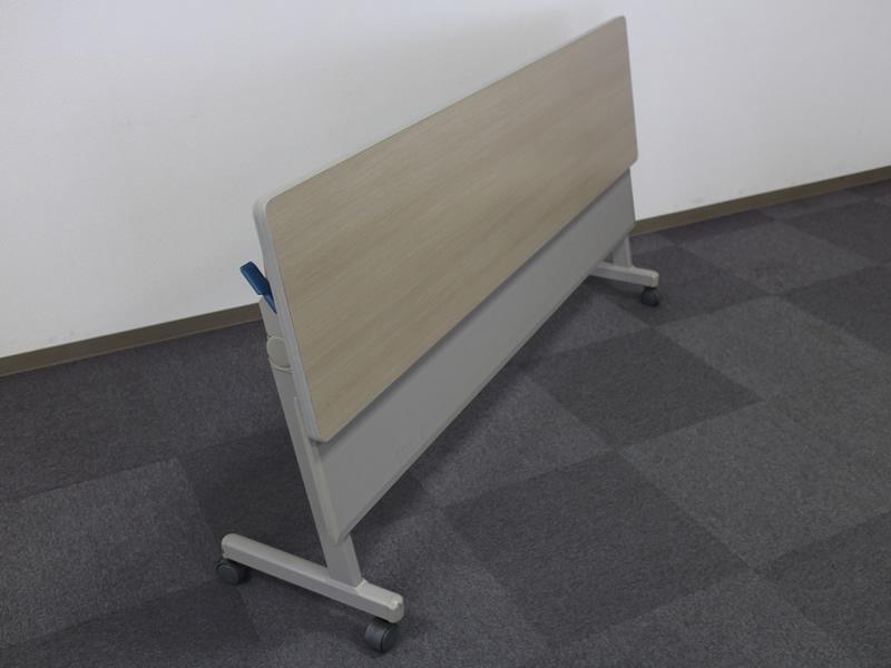 103貸会議室フラップテーブル
